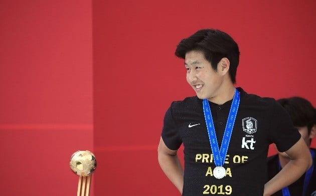 2019 국제축구연맹(FIFA) U20 월드컵에서 준우승을 달성한 축구대표팀 환영행사가 17일 서울광장에서 열렸다. 이강인이 질문을 듣고 있다. / 연합