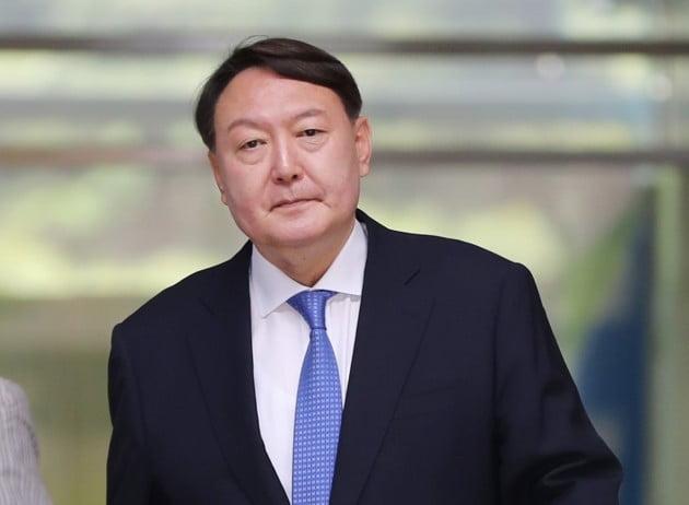 서울 중앙지검 나서는 신임 검찰총장 후보자 [사진=연합뉴스]