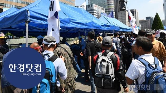 [HK영상] 우리공화당(전 대한애국당), 광화문 광장에 불법 천막 재설치