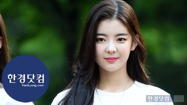 [HK영상] ITZY 리아, 할 말을 잃게 만드는 아름다움…'햇살보다 눈부신 미모' (세로직캠)