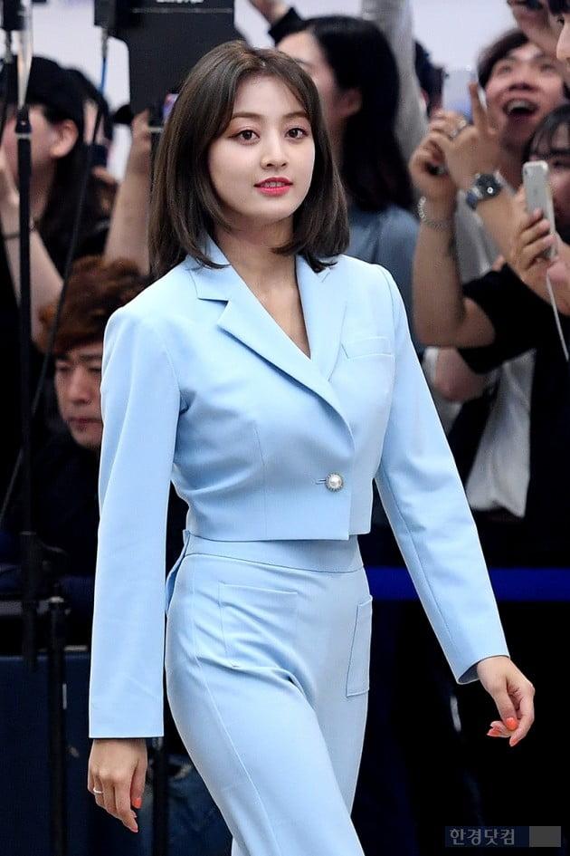 [포토] 트와이스 지효, '잘록한 개미 허리'