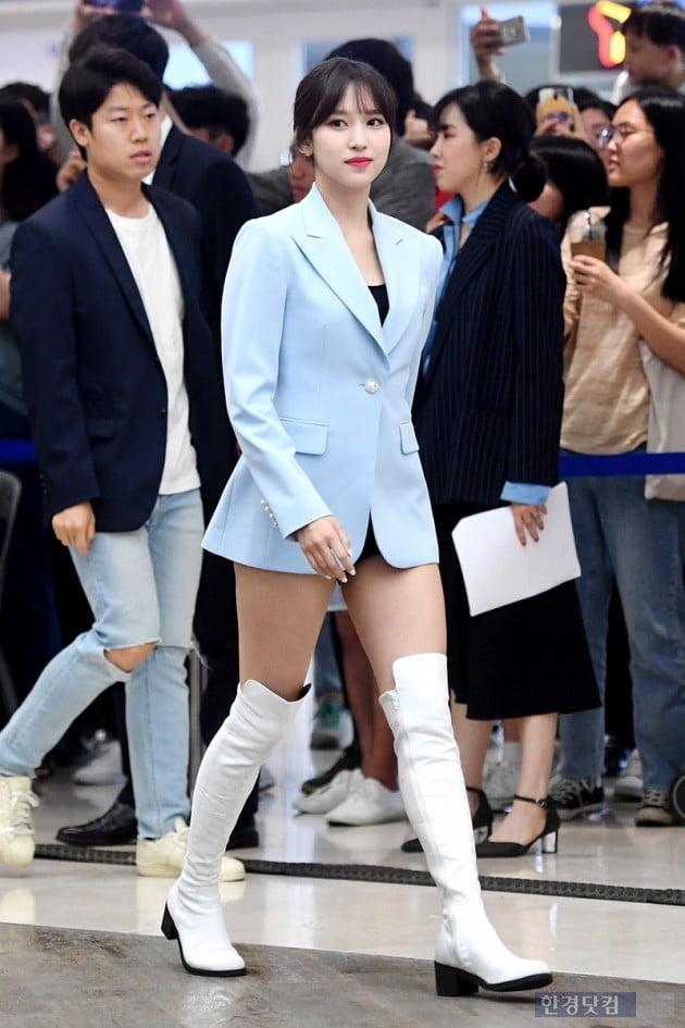 [포토] 트와이스 미나, '재킷만 입은듯 하의실종 패션'