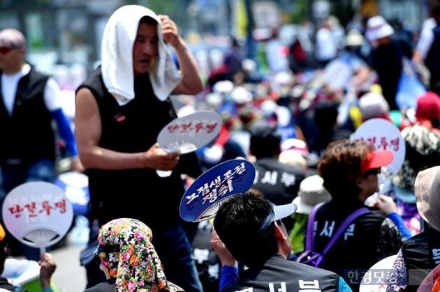 [포토] 무더위에 거리로 나온 노점상인들