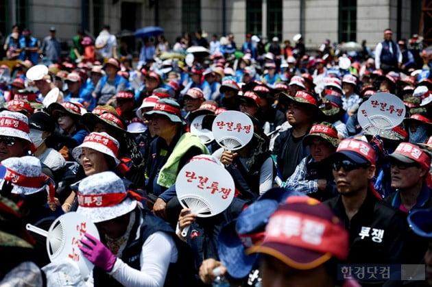 [포토] 단결투쟁하는 전국노점상총연합