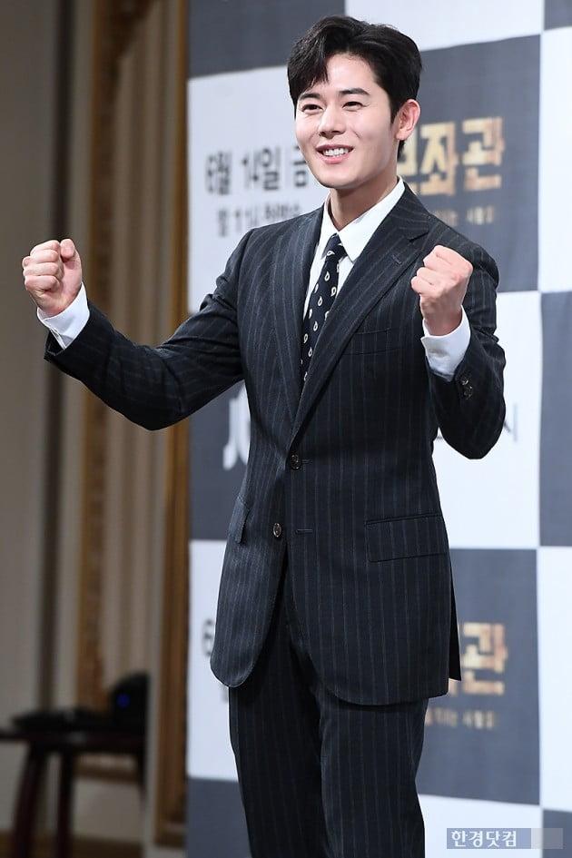 [포토] 김동준, '주먹 불끈 쥐고 멋진 미소'
