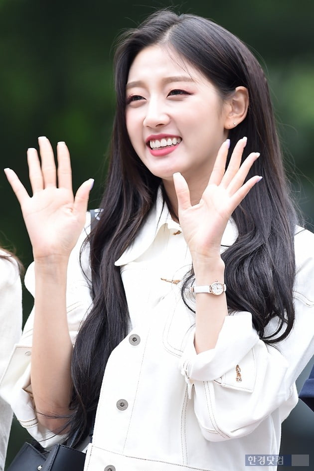 [포토] 러블리즈 정예인, '사랑스러운 손인사~'