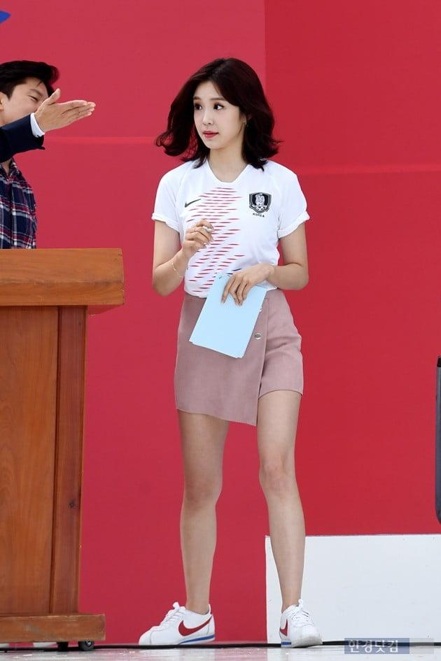 [포토] 장예원, '축구대표팀 환영식에 제가 빠질 수 없죠~'