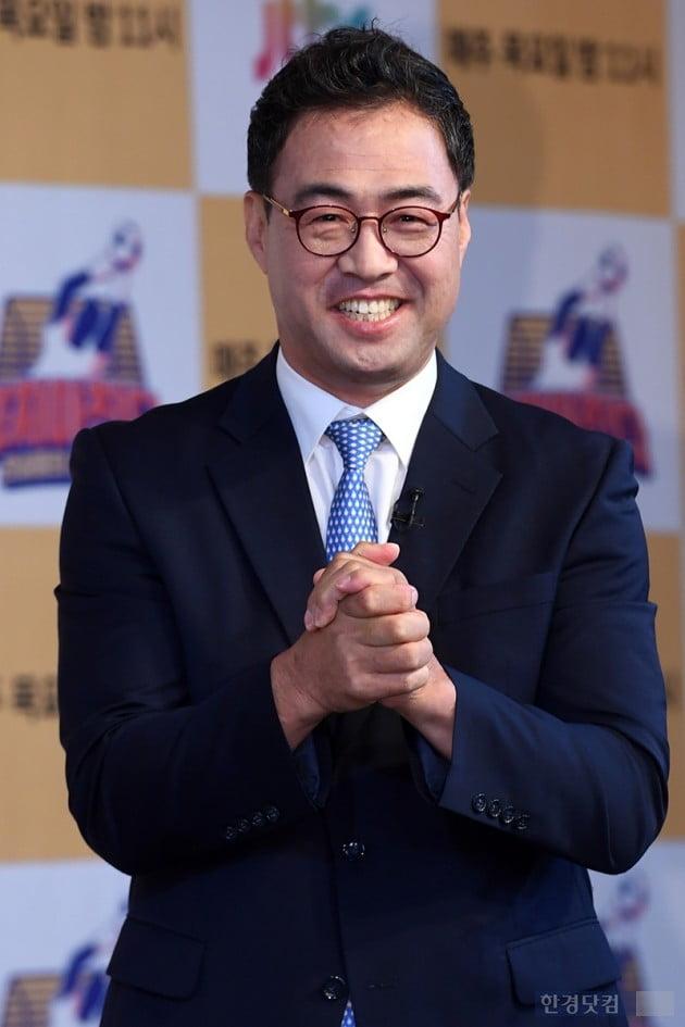 [종합] '뭉쳐야 찬다' 안정환, '축알못' 스포츠 레전드와 조기축구 도전