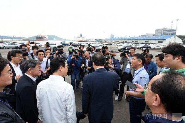 [포토] 인천항 방문한 이낙연 총리