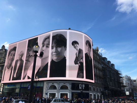 [TEN PHOTO] 방탄소년단, 런던 피카딜리 광장에 떴다