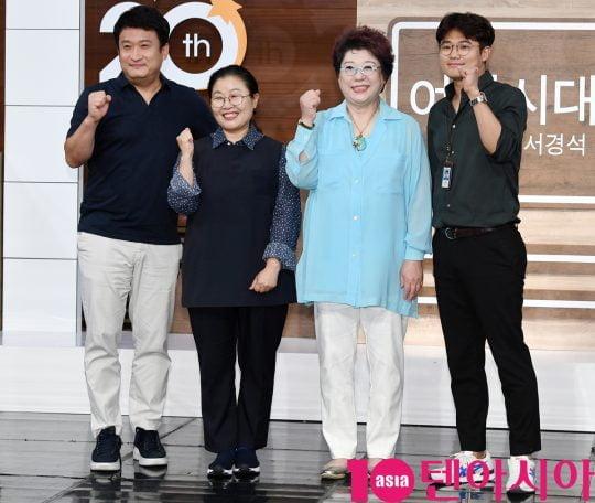 서경석(왼쪽부터), 박금선 작가, 양희은, 강희구 연출이 4일 오후 서울 상암동 MBC 골든마우스홀에서 진행된 MBC 라디오 '여성시대 양희은, 서경석입니다' 기자간담회에 참석했다./wizard333@
