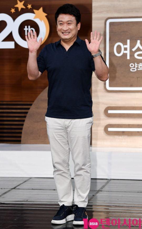 방송인 서경석이 4일 오후 서울 상암동 MBC 골든마우스홀에서 진행된 MBC 라디오 [여성시대 양희은, 서경석입니다] 기자간담회에 참석하고 있다.