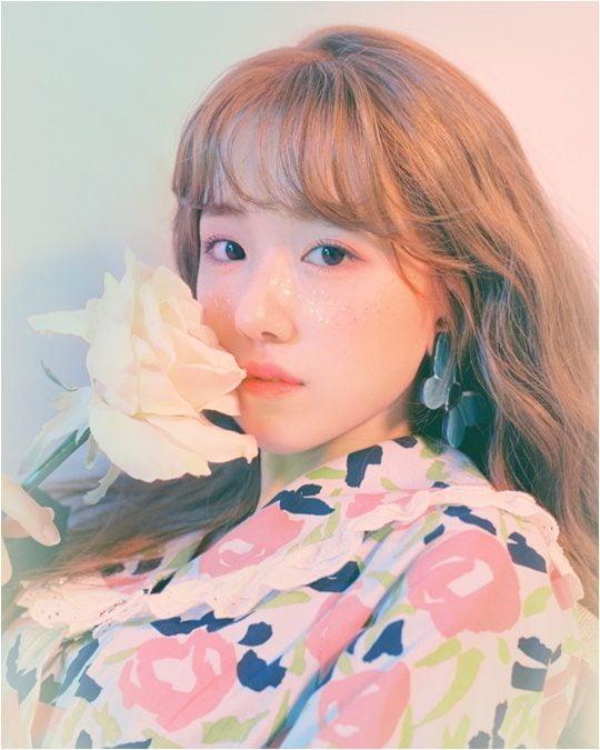 지난 5월 28일 첫 미니 앨범 '안녕, 뜨거웠던 우리'를 발매한 가수 보라미유./ 사진제공=쇼파르뮤직