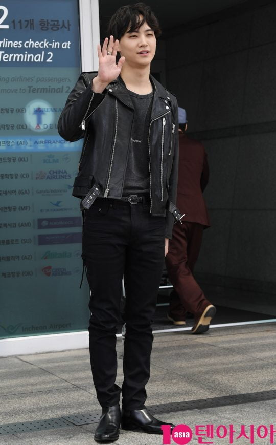 그룹 갓세븐(GOT7) 멤버 JB가 5일 오후 남성 패션쇼 참석 차 인천국제공항을 통해 미국으로 출국하고 있다.