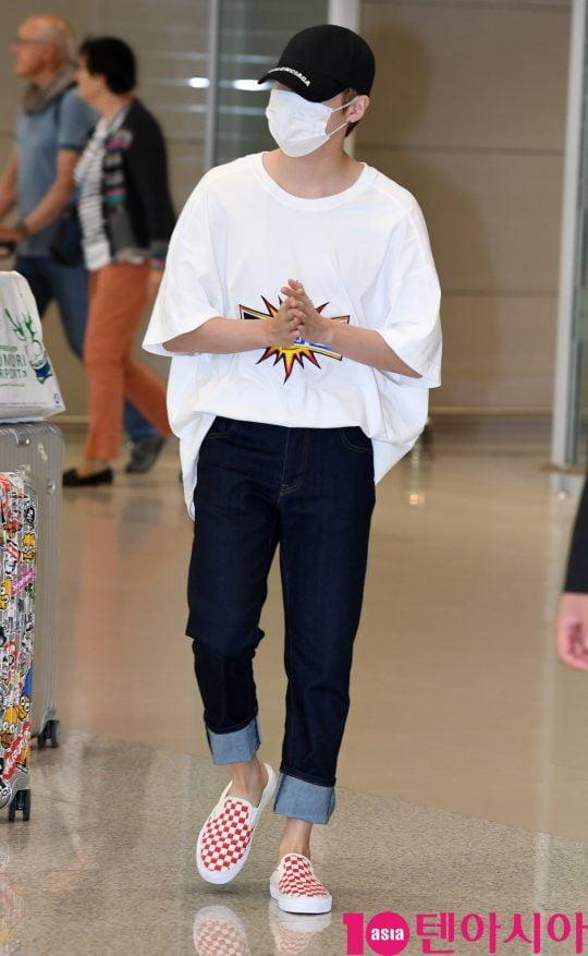 그룹 워너원 출신 가수 하성운이 5일 오후 화보촬영을 마치고 인천국제공항을 통해 일본에서 입국하고 있다.