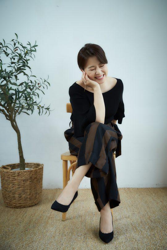 장혜진은 영화 '밀양'을 찍으면서 연기를 하는 것이 행복해졌고, 10년 간의 단역 생활도 힘들지 않았다고 말했다./ 사진제공=CJ엔터테인먼트