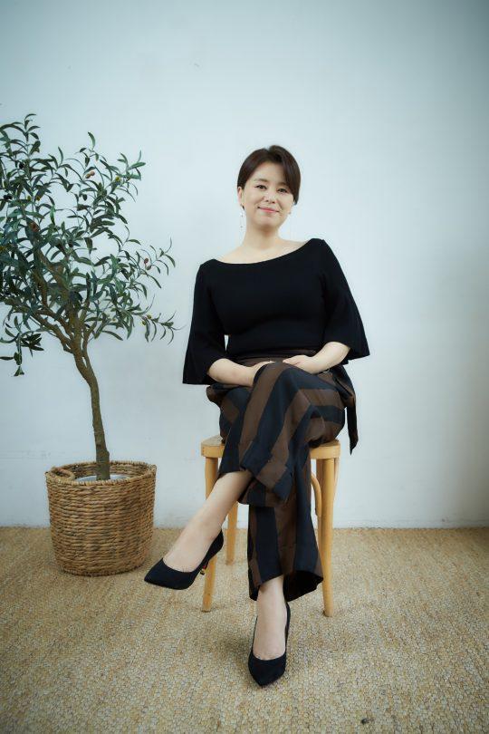영화 '기생충'에서 가족 모두가 백수인 집의 엄마 충숙 역을 연기한 배우 장혜진./ 사진제공=CJ엔터테인먼트