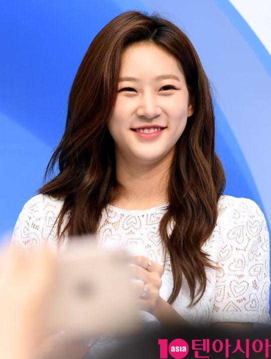 배우 김새론이 8일 오후 서울 서교동에서 진행된 한 화장품 행사에 참석하고 있다.