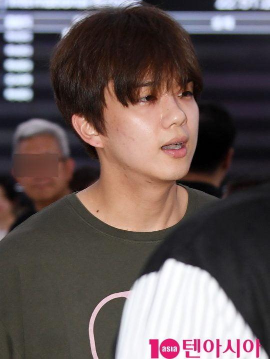 그룹 B.A.P 출신 영재가 9일 오후 첫 단독 팬미팅 'BEGIN AGAIN'을 마치고 김포국제공항을 통해 일본에서 입국하고 있다.