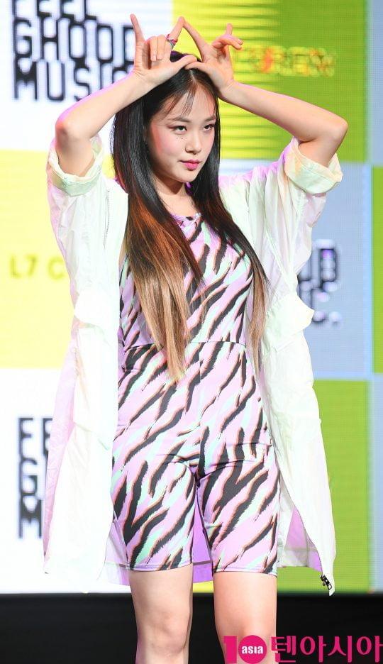 SBS '더팬'을 통해 강렬한 인상을 남긴 신인가수 비비(BIBI)가 12일 오후 서울 서교동 예스24무브홀에서 열린 미니 앨범 '사랑하는 사람들을 위한 지침서' 데뷔 쇼케이스에 참석하고 있다.
