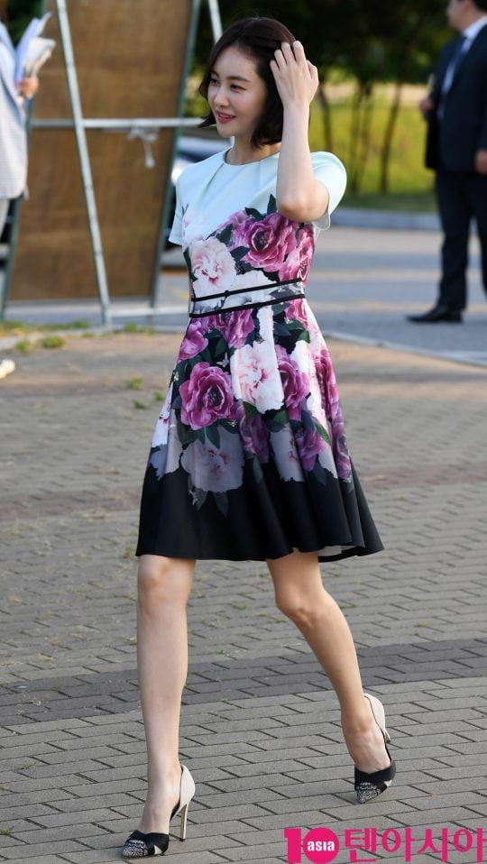 배우 손은서가 12일 오후 서울 여의도 한강 서울마리나에서열린 퓨리스킨 LED 마스크 런칭이벤트에 참석하고 있다.