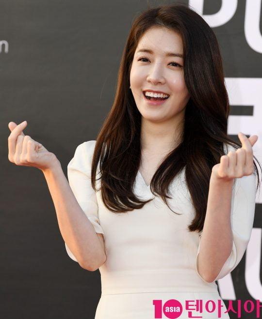 배우 정인선이 12일 오후 서울 여의도 한강 서울마리나에서 열린 퓨리스킨 LED 마스크 런칭이벤트에 참석하고 있다.