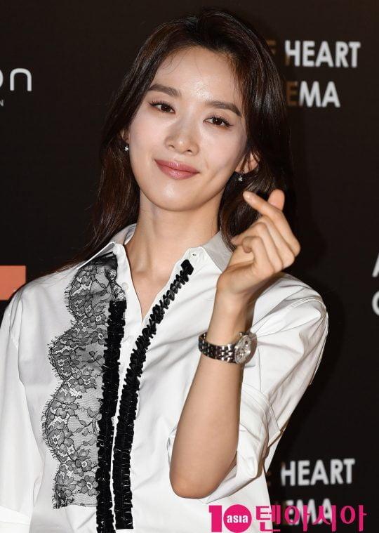 배우 이청아가 13일 오후 서울 삼성동 코엑스 메가박스에서 열린 스위스 워치 브랜드 해밀턴(Hamilton) 포토존 행사에 참석하고 있다.