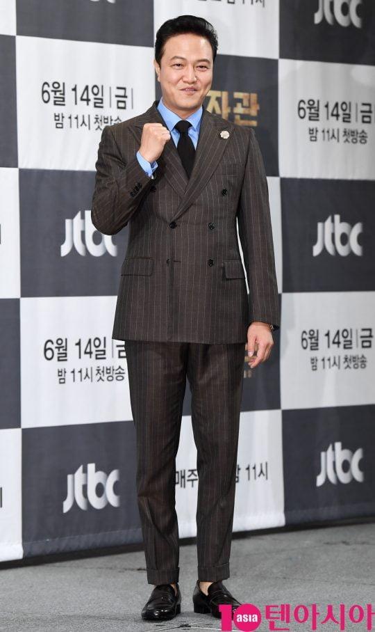 배우 정웅인이 13일 오후 서울 강남구 논현동 임피리얼 팰리스 호텔에서 열린 JTBC 새 금토드라마 '보좌관' 제작발표회에 참석하고 있다.