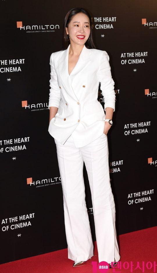 배우 엄지원이 13일 오후 서울 삼성동 코엑스 메가박스에서 열린 스위스 워치 브랜드 해밀턴(Hamilton) 포토존 행사에 참석하고 있다.