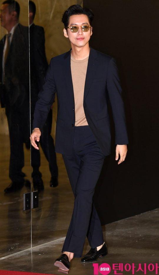 배우 남궁민이 13일 오후 서울 삼성동 코엑스 메가박스에서 열린 스위스 워치 브랜드 해밀턴(Hamilton) 포토존 행사에 참석하고 있다.