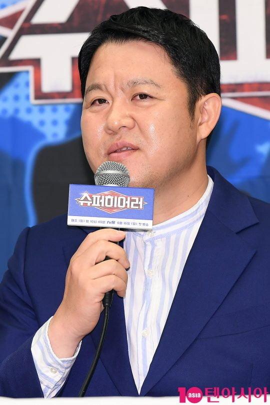 방송인 김구라가 14일 오전 서울 상암동 스탠포드호텔에서 열린 tvN 예능 '슈퍼히어러' 제작발표회에 참석해 인사말을 하고 있다.