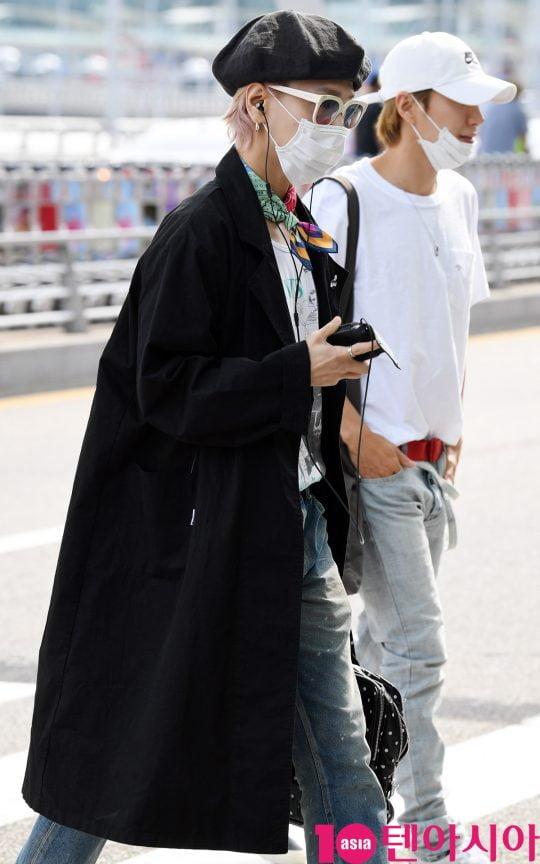그룹 슈퍼주니어 멤버 예성이 14일 오후 해외일정 참석 차 인천국제공항을 통해 인도네시아로 출국하고 있다.