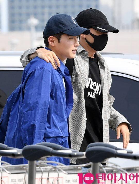 그룹 슈퍼주니어 려욱과 은혁이 14일 오후 해외일정 참석 차 인천국제공항을 통해 인도네시아로 출국하고 있다.