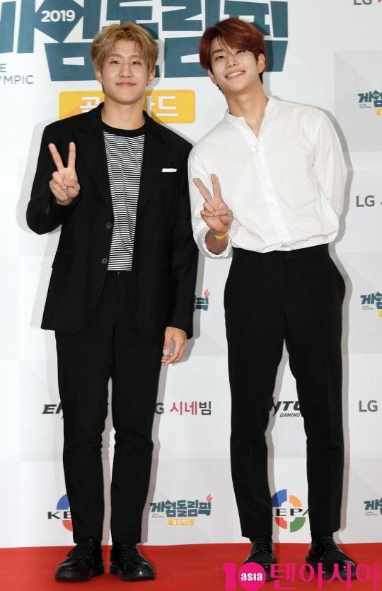 아스트로 진진과 MJ가 17일 오전 서울 마포구 상암동 에스플렉스센터 OGN e스타디움에서 열린 게임돌림픽 2019 : 골든카드 공개 녹화 레드카펫 행사에 참석하고 있다.