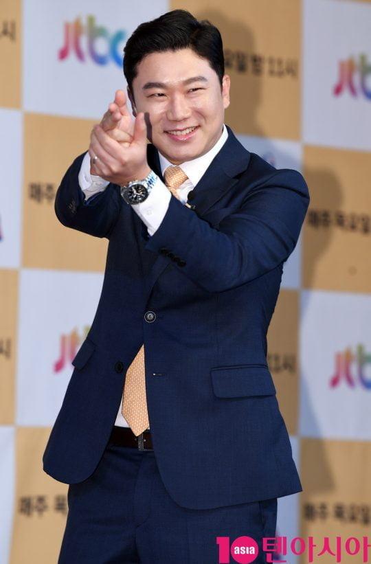 진종오가 18일 오전 서울 도화동 베스트웨스턴프리미어 서울가든호텔에서 열린 JTBC 신규 예능 프로그램 '뭉쳐야 찬다'의 기자간담회에 참석하고 있다.