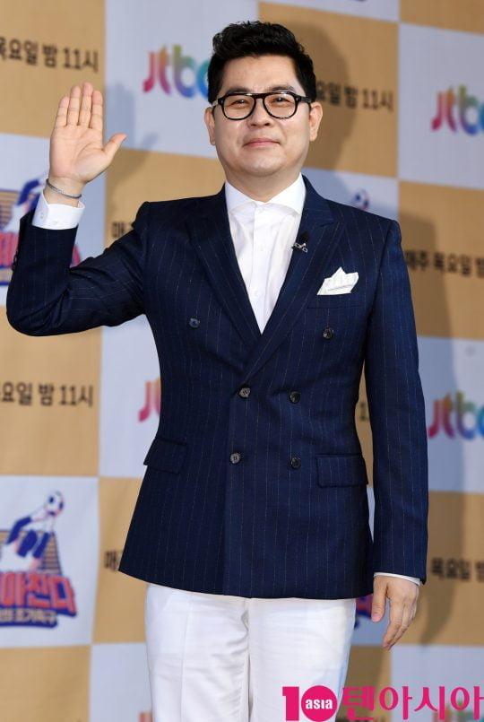 김용만이 18일 오전 서울 도화동 베스트웨스턴프리미어 서울가든호텔에서 열린 JTBC 신규 예능 프로그램 '뭉쳐야 찬다'의 기자간담회에 참석하고 있다.