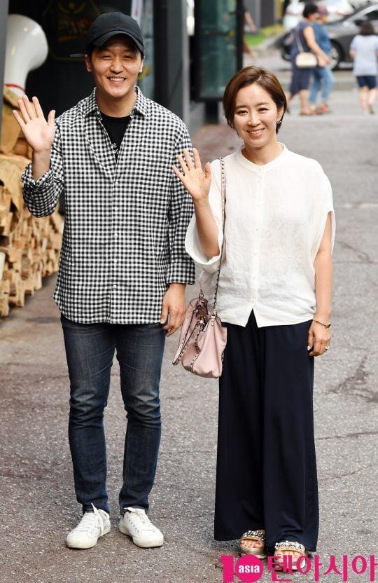 배우 심윤보와 윤유선이 19일 오후 서울 여의도 한 음식점에서 열린 tvN 월화드라마 '어비스:영혼 소생 구슬' 종방연에 참석하고 있다.