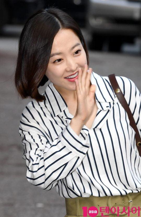 배우 박보영이 19일 오후 서울 여의도 한 음식점에서 열린 tvN 월화드라마 '어비스:영혼 소생 구슬' 종방연에 참석하고 있다.