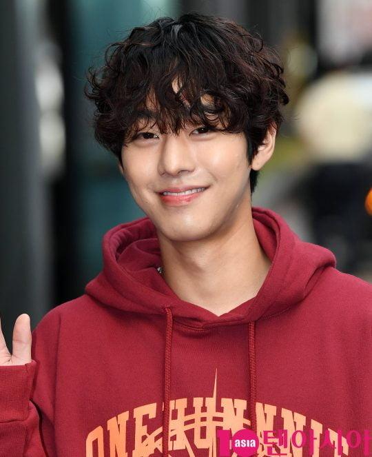 배우 안효섭이 19일 오후 서울 여의도 한 음식점에서 열린 tvN 월화드라마 '어비스:영혼 소생 구슬' 종방연에 참석하고 있다.