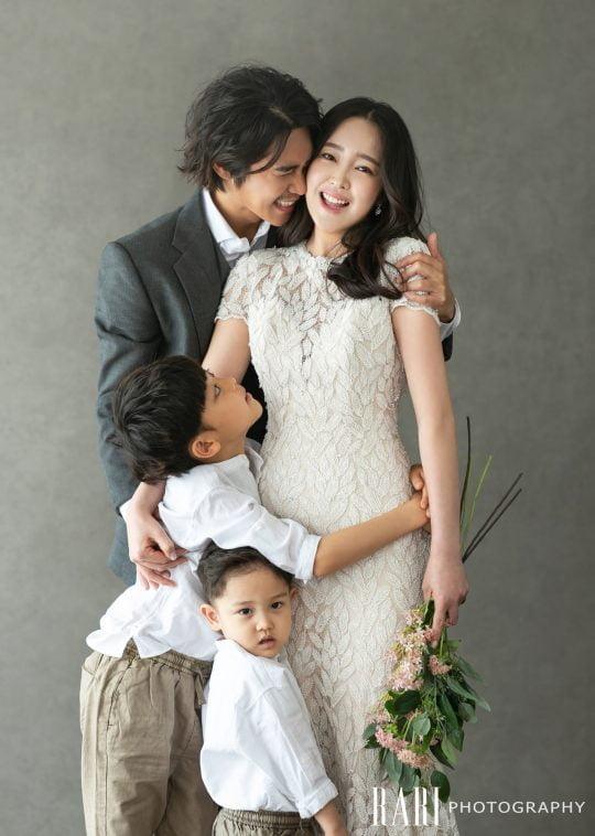 정태우, 결혼 10주년 기념 리마인드 웨딩…단란한 가족사진 공개