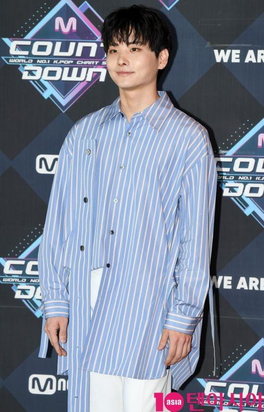 가수 윤태경이 20일 오후 서울 마포구 상암동 CJ ENM 센터에서 열린 Mnet '엠카운트다운' 리허설 전 포토타임에 참석하고 있다.