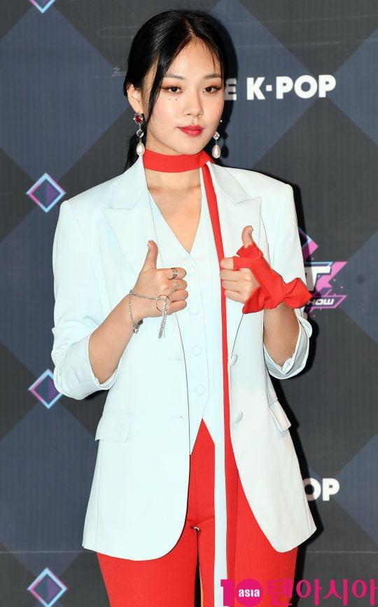 가수 비비가 20일 오후 서울 마포구 상암동 CJ ENM 센터에서 열린 Mnet '엠카운트다운' 리허설 전 포토타임에 참석하고 있다.