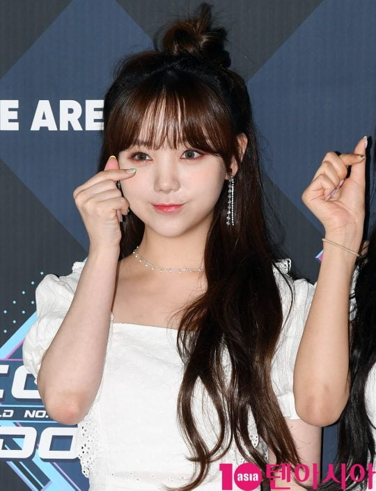 러블리즈 케이가 20일 오후 서울 마포구 상암동 CJ ENM 센터에서 열린 Mnet '엠카운트다운' 리허설 전 포토타임에 참석하고 있다.