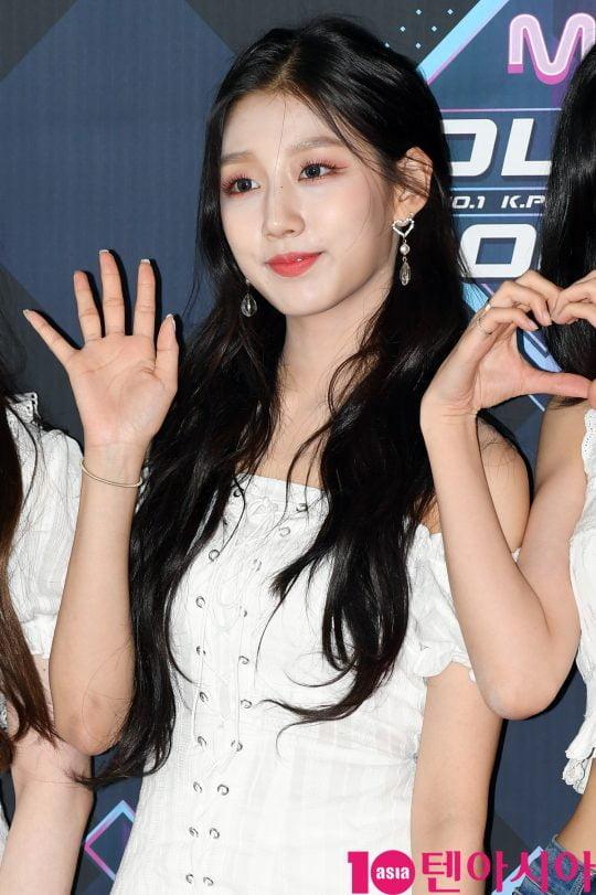 러블리즈 정예인이 20일 오후 서울 마포구 상암동 CJ ENM 센터에서 열린 Mnet '엠카운트다운' 리허설 전 포토타임에 참석하고 있다.