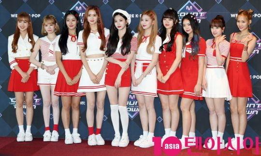 걸그룹 체리블렛이 20일 오후 서울 마포구 상암동 CJ ENM 센터에서 열린 Mnet '엠카운트다운' 리허설 전 포토타임에 참석하고 있다.
