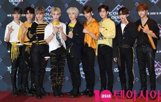 그룹 스트레이키즈가 20일 오후 서울 마포구 상암동 CJ ENM 센터에서 열린 Mnet '엠카운트다운' 리허설 전 포토타임에 참석하고 있다.