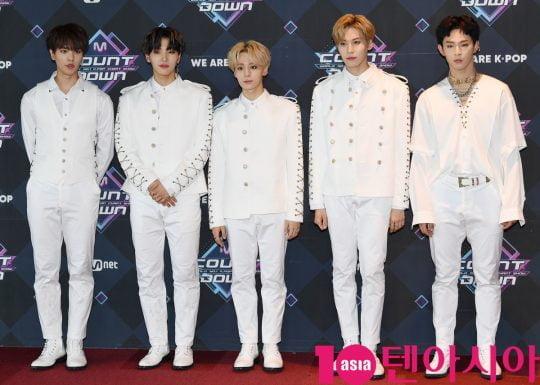 그룹 원어스가 20일 오후 서울 마포구 상암동 CJ ENM 센터에서 열린 Mnet '엠카운트다운' 리허설 전 포토타임에 참석하고 있다.