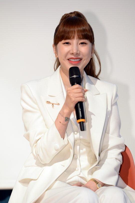 가수 서인영이 '바 페르소나'에 대해 설명하고 있다. /사진제공=SBS