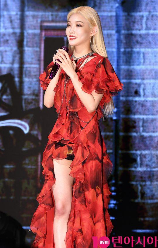 가수 청하가 24일 오후 서울 신수동 서강대학교 메리홀에서 열린 네 번째 미니앨범 '플러리싱(Flourishing)' 발매 기념 쇼케이스에 참석했다.