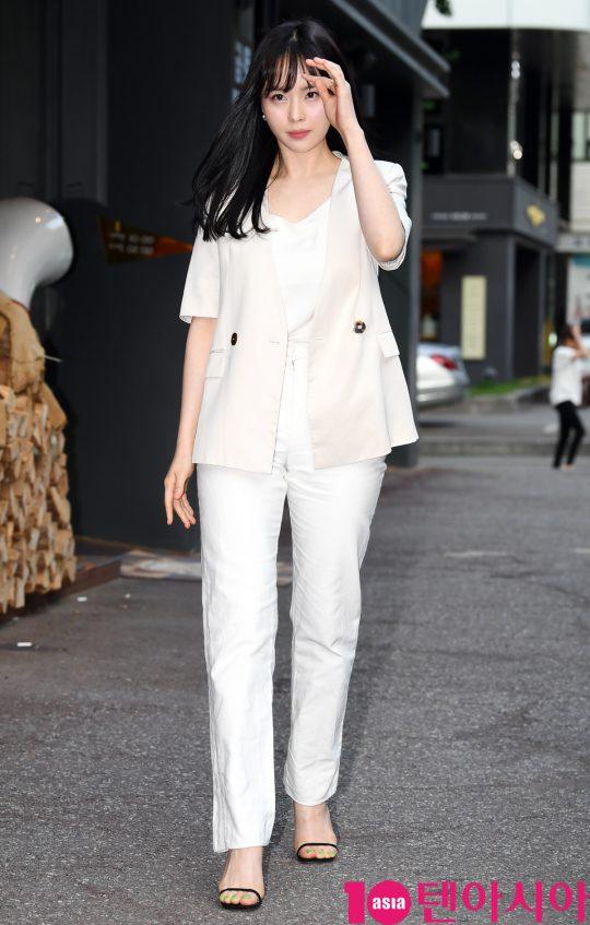 [TEN PHOTO]최윤라 '지적인 표정으로 종방연 참석'